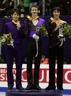 Johnny Weir Photos - (L to R) 2nd placerunner up Takahiko Kozuka of Japan, 1st place winner Jeremy Abbott of USA  and 3rd placed Johnny Weir of USA pose on the podium after the medals ceremony of the Men Free program of the ISU Grand Prix of Figure Skating Final at Goyang Ice Arena on December 13, 2008 in Goyang, South Korea.  (Photo by Chung Sung-Jun/Getty Images) * Local Caption * Takahiko Kozuka;Jeremy Abbott;Johnny Weir - ISU Grand Prix Final of Figure Skating Day 2