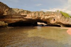 La Cueva de Las Golondrinas by Rafy Baez, via Flickr
