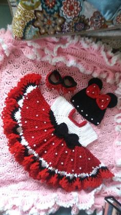 Crochet minnie mouse baby set with pearls. Crochet minnie mouse baby set with pearls. Crochet Baby Toys, Baby Girl Crochet, Crochet Baby Clothes, Crochet For Kids, Baby Knitting, Newborn Crochet, Crochet Hair, Baby Set, Baby Baby
