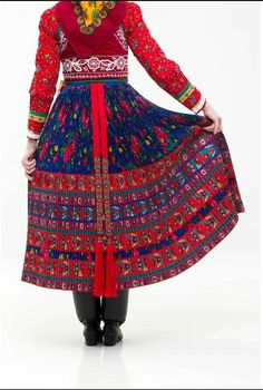 Folk Dance, Traditional Fashion, Folklore, Beautiful Outfits, High Waisted Skirt, Costumes, Skirts, Clothes, Feminine Fashion