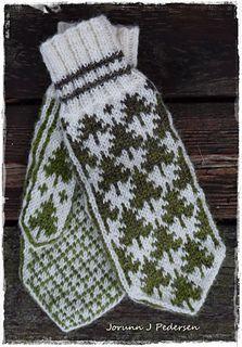 Ravelry: Granskog pattern by Jorunn Jakobsen Pedersen Knitted Mittens Pattern, Fair Isle Knitting Patterns, Knit Mittens, Knitted Gloves, Crochet Patterns, Norwegian Knitting, Fingerless Mittens, Knitting Accessories, Craft Patterns