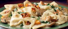 Farfalle with chicken and bacon with spinach and mushrooms - recipes - Mushroom Recipes Farfalle Recipes, Pasta Recipes, Cooking Recipes, Chicken Recipes, Mushroom Dish, Mushroom Recipes, Chicken Bacon, Yum Yum Chicken, Spinach Stuffed Mushrooms