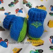 Emeralds Baby Booties - via @Craftsy