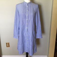 Gap Shirt Dress M Classy 100% cotton dress. Buttons up the front with side pockets. Like new condition. GAP Dresses Midi