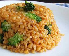 Zdravé recepty. Recept na bulgur – základný recept  Potrebujete: 200 g bulgur, 0,5 l vody, 0,5 ČL morskej soli, 1 PL olivového oleja  Na olivovom oleji sprudka opražte bulgur (podobne ako tarhoňu). Zalejte ho vriacou vodou, pridajte soľ a 5 minút povarte. Potom ho zakrytý pokrievkou nechajte dôjsť (podobne ako ryža). Po 20 – 25 minútach by mal byť hotový. Premiešajte ho a môžete ho skombinovať so zeleninou, vajíčkami alebo ho použiť ako prílohu ku mäsu. www.BeataIstenesova.sk