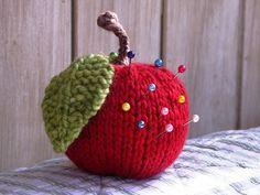 free apple knitting pattern tutorial--pincushion