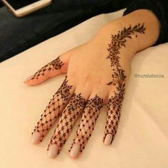 Lately, the mehndi designs have evolved into something uniquely simpler. They are comparatively more casual, easy to design and suits to every single style. A fully loaded mehndi handprint is Finger Henna Designs, Mehndi Designs For Girls, Henna Art Designs, Unique Mehndi Designs, Mehndi Designs For Fingers, Beautiful Henna Designs, Mehndi Design Images, Arabic Mehndi Designs, Mehandi Designs