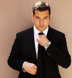 max adler - tank in switched at birth.... kinda fell in love with him... Beautiful Celebrities, Beautiful Men, Best Television Series, Switched At Birth, Moving To Los Angeles, Falling In Love With Him, Good Looking Men, Glee, Photo Editor