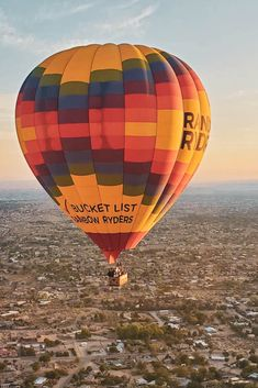 Say YES to new adventures! Come with us to touch the sky. 🎈🌟 Air Balloon Rides, Hot Air Balloon, Trip To Grand Canyon, New Adventures, New Mexico, Places To See, Phoenix, Cool Photos, Arizona