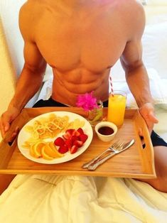 Breakfast in bed is an amazing way to personalise your Valentine's Day and make it super special for your loved one. Here's how to plan the perfect breakfast in bed Morning Coffee, Good Morning, Morning Post, Sunday Morning, Coffee Cup, Juice Plus, Breakfast In Bed, Perfect Breakfast, Breakfast Fruit