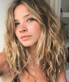 wavy hair Sage Against the Machine Taurus Sun Gemini Moon Leo Rising You are the. Long Face Hairstyles, Permed Hairstyles, Hairstyles For Round Faces, Trending Hairstyles, Natural Wavy Hairstyles, Brown Hairstyles, Office Hairstyles, Anime Hairstyles, Stylish Hairstyles