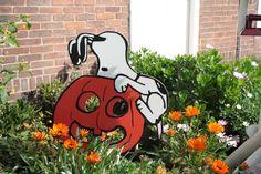 Halloween  of Sint Maarten Snoopy.  Zelf uitgezaagd en geschilderd.