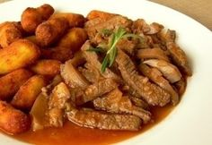Vaddisznótokány Hamburger, Sausage, Bacon, Food And Drink, Meat, Chicken, Recipes, Romanian Recipes, Sausages
