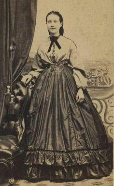 Garibaldi shirt and cartridge pleats.