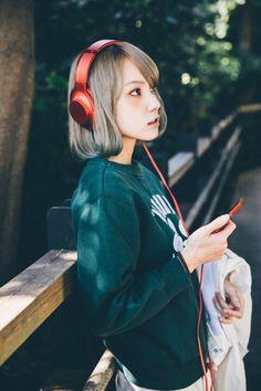 Scandal Japanese Band, Mami Sasazaki, Pop Punk Bands, Girl With Headphones, Girl M, Japanese Artists, Japanese Female, Cute Japanese Girl, Girl Bands