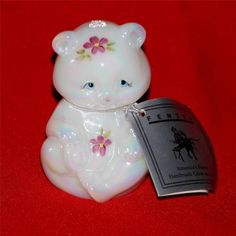 ADORABLE-HAND-PAINTED-SIGNED-FENTON-WHITE-OPALESCENT-IRIDESCENT-ART-GLASS-BEAR
