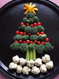Christmas Tree Shaped Vegetable Platter Appetizer Tray - * Top LCHF Keto Paleo and Banting Recipes - Group Board Christmas Appetizers, Appetizers For Party, Christmas Snacks, Christmas Cookies, Pavlova, Christmas Tree Veggie Tray, Christmas Trees, Veggie Platters, Vegetable Trays