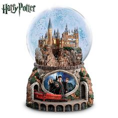 Shop limited edition The Harry Potter Illuminated Musical Globe with Rotating Train at The Bradford Exchange. Celebrate the magic of Harry Potter with moving HOGWARTS Express. Harry Potter Musical, Harry Potter Snow Globe, Magia Harry Potter, Harry Potter Magic, Harry Potter Hogwarts, Harry Potter Light, Hedwig, Glitter Globes, Snow Globes