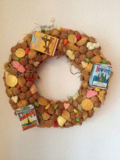 Sinterklaaskrans gemaakt door een lieve vriendin van me: Dit nodigt uit om ook zo'n mooie krans te maken! Bezoek ook haar site: http://www.rtjuf.nl