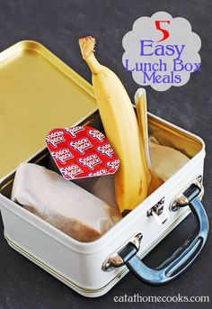 5 Easy Lunch Box Meals Some different things than I would normally think of.sound good even for my lunches at home ; Easy Lunch Boxes, Lunch Box Recipes, Lunch Snacks, Healthy Snacks, Easy School Lunches, Kids Lunch For School, Lunch To Go, Easy Last Minute Dinner, Kids Meals