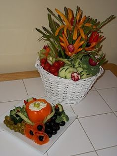 Fruit Carving, Vegetable Carving, Garnishes and Edible Arrangements: Vegetable Carving - Edible Veggie Flower Bouquet Veggie Platters, Veggie Tray, Party Platters, Edible Crafts, Edible Food, Fresco, Vegetable Decoration, Food Bouquet, Fruits And Veggies