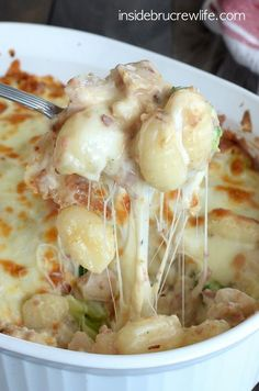 ***** Loaded Chicken Alfredo Gnocchi Bake - an amazing and delicious combination of chicken alfredo, cheese, and bacon - pretty yummy, comfort food! Think Food, I Love Food, Good Food, Yummy Food, Great Recipes, Dinner Recipes, Favorite Recipes, Lunch Recipes, Delicious Recipes