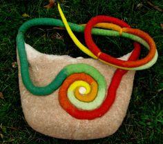 Filztasche, Umhängetasche handgefilzt, Tasche mit Spiralmuster
