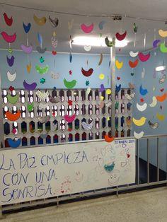 C.E.E Ángel de la Guarda Latores-Oviedo: 30 DE ENERO DÍA ESCOLAR DE LA NO VIOLENCIA Y LA PAZ First Grade Classroom, Classroom Setting, Party Games, Ideas Para, Christmas Crafts, Preschool, Arts And Crafts, Peace, Outfits