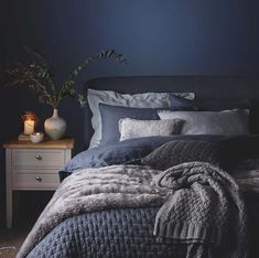 Cozy Bedroom Decorating Ideas For Winter-27-1 Kindesign
