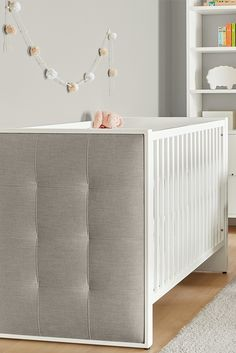 Add softness, warmth and a cozy feeling to your baby's nursery with our Greta crib.