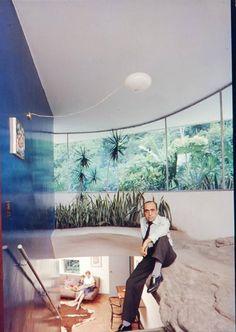 Oscar Niemeyer's Casa de Canoas, Rio de Janeiro, Brazil   http://www.designrulz.com/architecture/2012/12/oscar-niemeyers-casa-de-canoas-rio-de-janeiro-brazil/