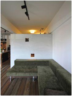 洞窟を作ることでコンパクトでも色々!広々!なマンション - 物件ファン Conference Room, Dining, Table, House, Furniture, Home Decor, Decor Ideas, Food, Decoration Home