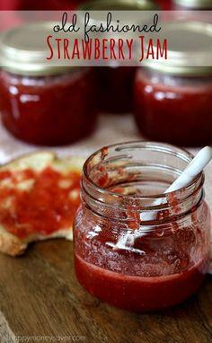 This old fashioned strawberry jam recipe has no pectin and tastes like fresh strawberries. #vintage #recipes #strawberryjam
