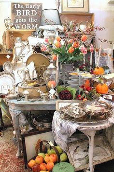 Dinner party theme display for silver and china, etc. Vintage Show Off: No Help. No Truck. No Big Pieces in My Booth. Vintage Booth Display, Antique Booth Displays, Antique Booth Ideas, Antique Mall Booth, Flea Market Displays, Flea Market Booth, Store Displays, Flea Markets, Retail Displays