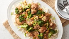 Slow-Cooker Sesame Chicken with Cashews. This better-than-takeout sesame chicken has a flavor-packed sweet sauce, fresh broccoli and roasted cashews for added crunch. Best Slow Cooker, Crock Pot Slow Cooker, Crock Pot Cooking, Slow Cooker Chicken, Slow Cooker Recipes, Crockpot Recipes, Chicken Recipes, Cooking Recipes, Crockpot Dishes