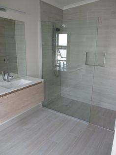 Wood Look Tile Bathroom, Small Bathroom Tiles, Bathroom Tile Designs, Bathroom Design Luxury, Bathroom Layout, Bathroom Flooring, Master Bathroom, Bathroom Ideas, Cozy Bathroom