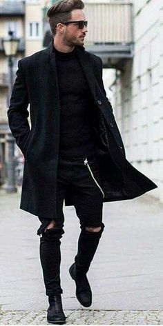 Top 10 Black Fashion Styles For Real Men in 2018 Pouted com is part of Mens fashion streetwear Some men assume that wearing an allblack outfit looks too boring and total black just means losing yo - Mode Hipster, Hipster Man, Black Hipster, Stylish Men, Men Casual, Smart Casual, Winter Hipster, Style Masculin, Look Man