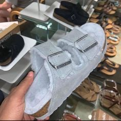 Uggs are not only the most loved but also the most controversial boots on the market. Cute Sandals, Shoes Sandals, Shoes Sneakers, Shoes Addidas, Slipper Sandals, Sneakers Fashion, Fashion Shoes, Fashion Fashion, Runway Fashion
