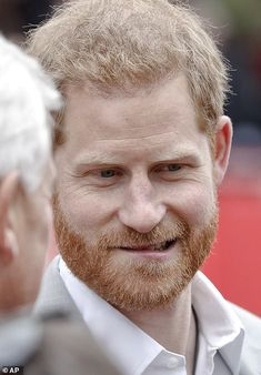 The Duke of Sussex was pictured on the finish line of the London Marathon on Sunday as he made a surprise appearance at the event to cheer on competitors including Sir Mo Farah. Prince Harry Of Wales, Prince William And Harry, Prince Harry And Megan, Prince Henry, Harry And Meghan, Blue Peter Presenters, Prince Harry Pictures, Mo Farah, Barbara Windsor