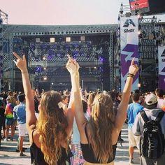 Best Friend Bucket List || Go to a Concert
