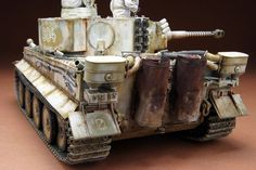 タイガー1初期型。撮影も終わってこれにて終了でございます。 冬期迷彩の塗装は初めてだったのですが、かなりやり甲斐ありました。やっぱりベースが白なので、汚... Tank Armor, Tiger Tank, Model Tanks, Military Modelling, Ww2 Tanks, Model Building, Scale Models, Military Vehicles, Wwii