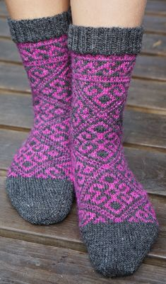 Crochet Socks, Knitting Socks, Hand Knitting, Knit Crochet, Knit Shoes, Sock Shoes, Men In Heels, Wool Socks, Knitting Charts