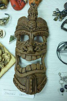 Bonnie Bishoff visits the Guild Ceramic Mask, Ceramic Clay, Arte Tribal, Tribal Art, Sculptures Céramiques, Sculpture Art, Tiki Maske, Tiki Art, Tiki Tiki