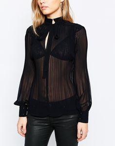 Blusa transparente con cuello alto en negro de Sisley