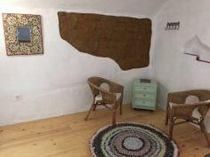 rincon interior con adobe y madera