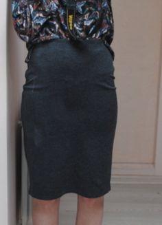 Kup mój przedmiot na #vintedpl http://www.vinted.pl/damska-odziez/spodnice/9806853-szara-klasyczna-spodnica-mango