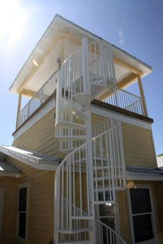 Great wrought iron spiral staircase plant stand just on Indoneso home design Small Staircase, Spiral Staircase, Staircase Design, Beach House Deck, Surf House, Beach House Plans, House Floor Plans, House Roof, Facade House