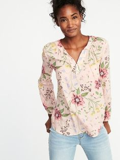 Old Navy Relaxed Tie-Neck Blouse for Women in Pink Floral Mom Outfits, Spring Outfits, Fashion Outfits, Casual Outfits, Mom Wardrobe, Tie Neck Blouse, Work Shirts, Mom Style, Spring Summer Fashion