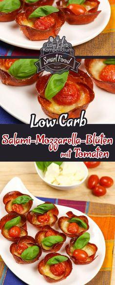 Salami-Mozzarella-Blüten mit Tomaten – Ein würzig-herzhafter Low-Carb Snack. Blüten aus Salami, Mozzarella und Tomaten? Ja, der kleine würzig-herzhafte Low-Carb Snack sieht tatsächlich so aus wie Blüten  Nicht nur, dass die Salami-Mozzarella-Blüten etwas fürs Auge sind, sie lassen sich kinderleicht herstellen, denn die Blütenform entsteht beim Backen praktisch von alleine. Außerdem brauchst Du nur 4 Zutaten. Obendrein sind die Salami-Mozzarella-Blüten schon nach 25 Min. fertig zum Verputzen…