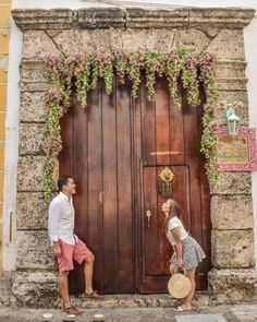 Los 10 lugares más fotogénicos de Cartagena - Peeking Places Trip To Colombia, Foto Pose, Cute Couples Goals, Girl Photography Poses, Couple Posing, Travel Couple, Around The Worlds, Photoshoot, Instagram